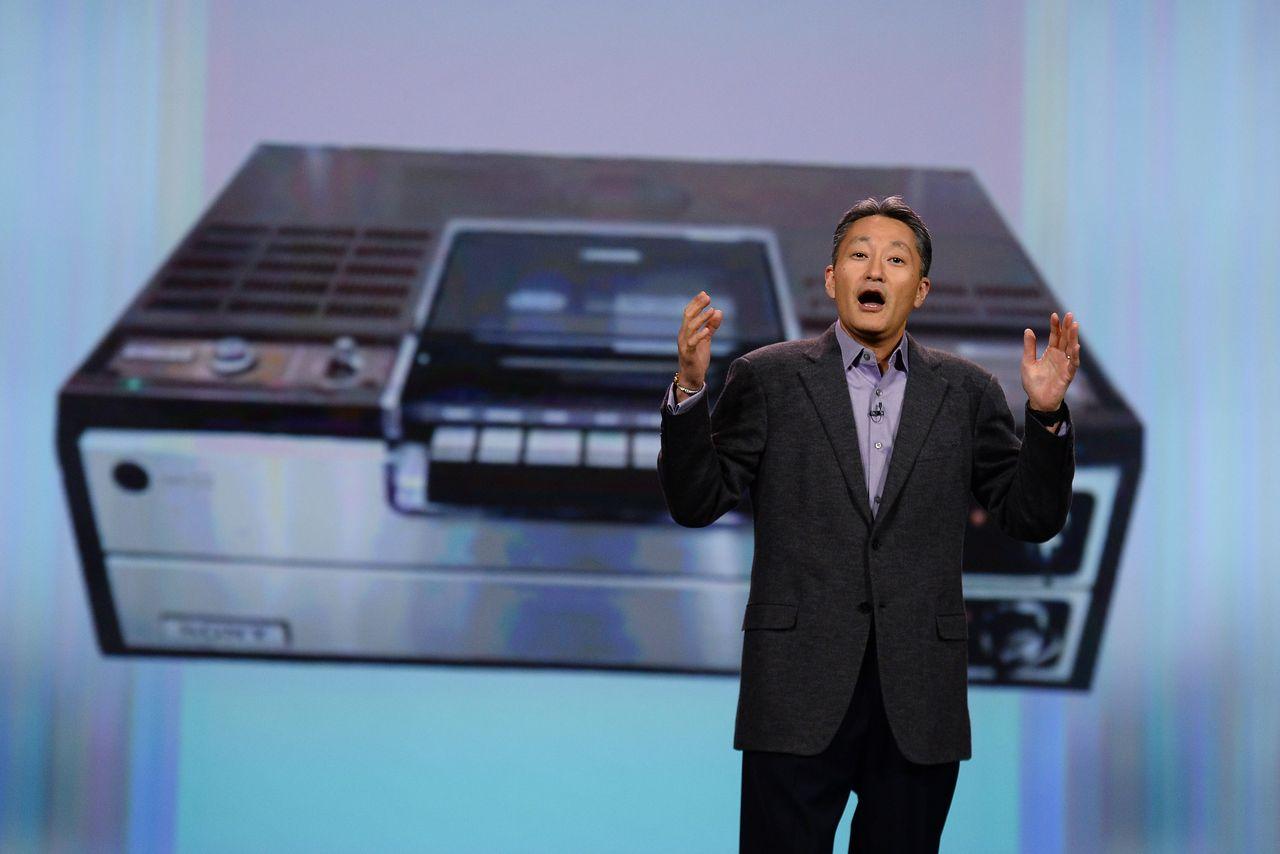 Drejtori ekzekutiv i Sony Kazuo Hirai ne nje fjalim per Betamax ne 2014| Getty Images