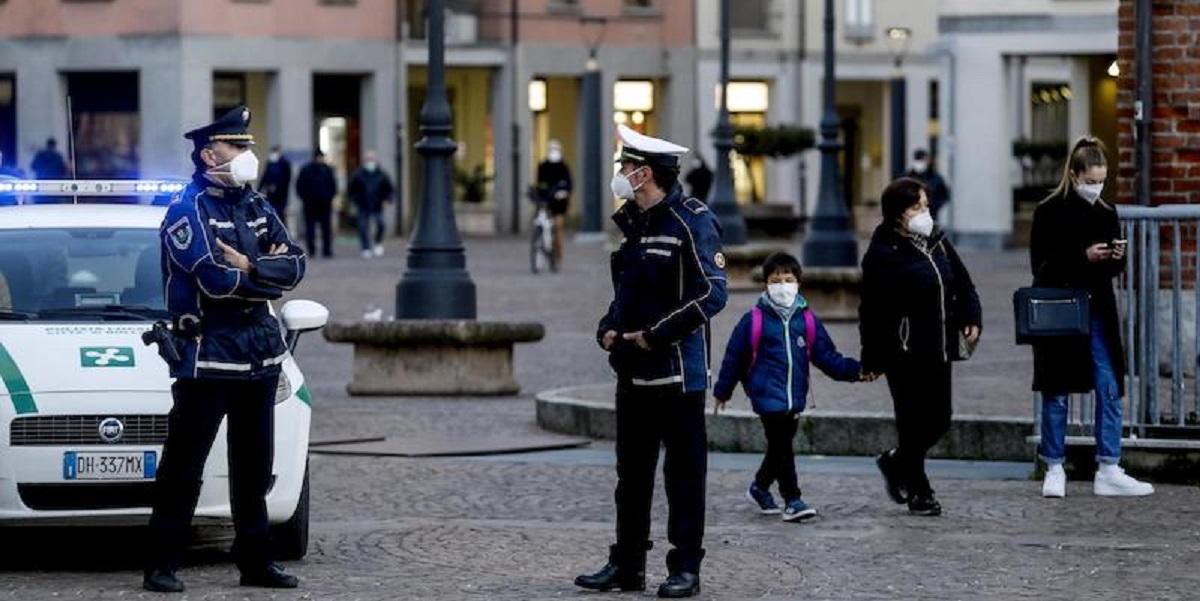 Torna la zona rossa a Bollate (Milano) dopo l'aumento dei contagi da Coronavirus, 17 febbraio 2021. ANSA/Mourad Balti Touati